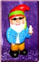 Gartenzwerg Hippie raucht cool einen Joint - 6312985